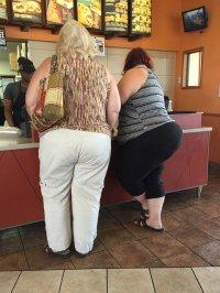 kobiety w ubraniach o dużym rozmiarze