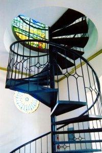 Kręcone schody w domu